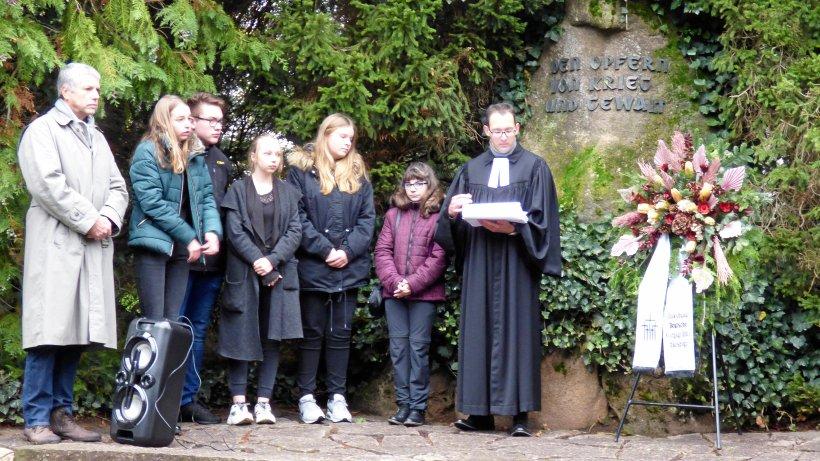Gedenken an Opfer von Gewalt und Sorge wegen neuen Wettrüstens - HarzKurier