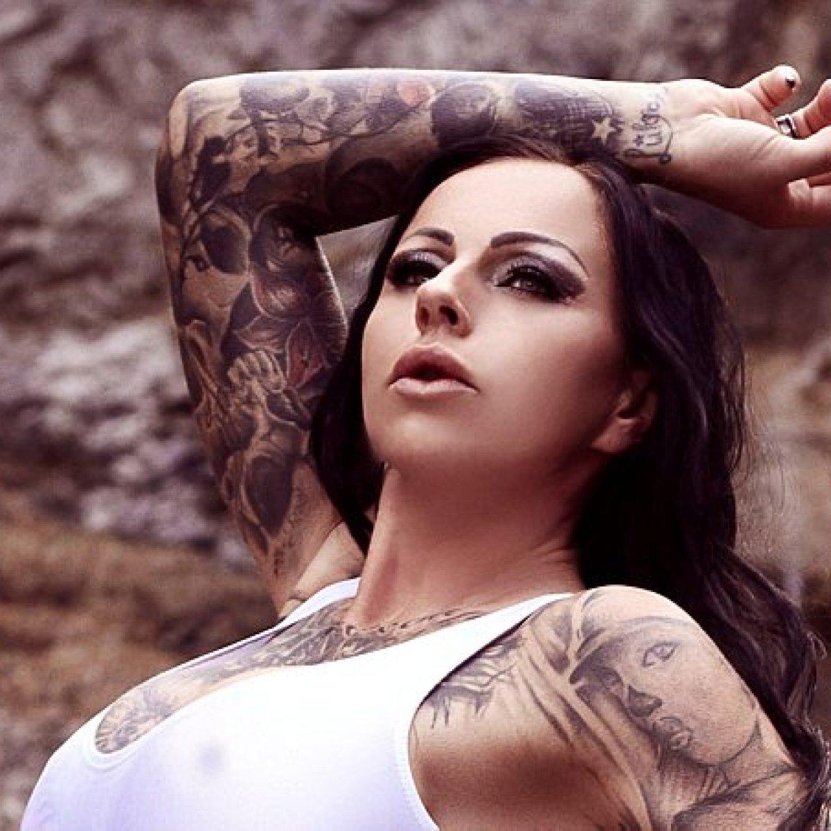 Akt kartei freizügiger model Lilith Whitic
